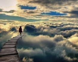 Одинокая среди облаков