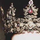 В короне