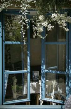 окно-в-май